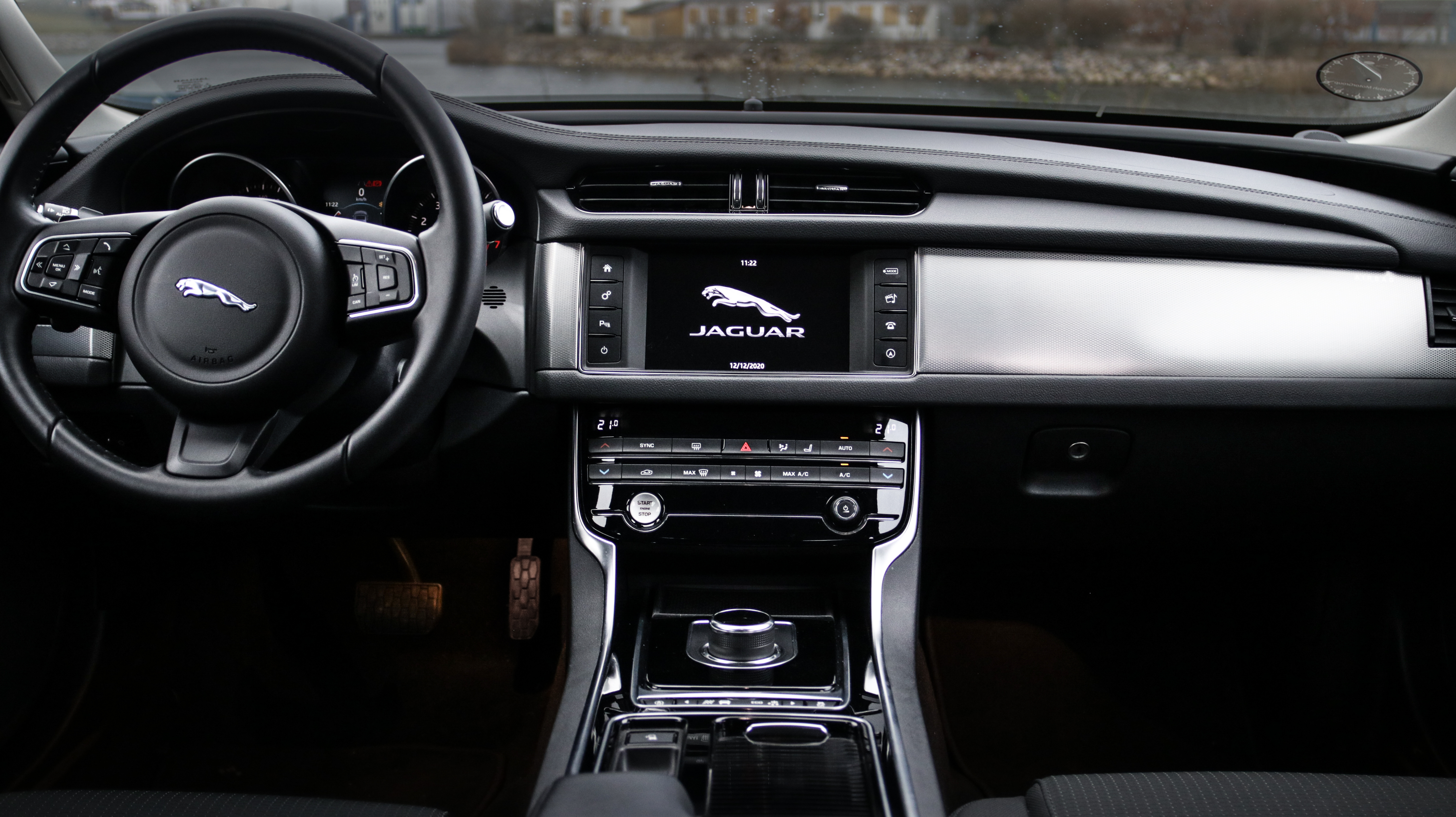Jaguar Experiences Loss of Power With Engine Fault Lamp Illuminated